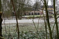 Ooievaars voor Huis Brakel (Marja S) Tags: kasteelbrakel brakelsbos landgoedbrakel brakel gelderland