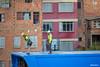 Piloto y asistente sobre la estación de la Cancha Zapata. (Max Glaser) Tags: cablecar teleferico dron bolivia lapaz southamerica gondola ropeway urbantransport transportation