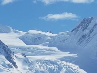 Il Monte Rosa visto dal Gornergrat (dettaglio) Zermatt CH  #MonteRosa #montagna #Svizzera #CH #Gornergrat #neve #snow #Alpi #Alpes #sci #ski #ski #Zermatt