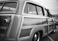 Gardena Elks Car Show (Ilford Delta 100) (JCD Images) Tags: elks lodge 1919 carshow gardena california usa march 2018 cadillac chevrolet ford madeinusa cars autos automobile classiccars musclecars hotrods streetrods street chrome rims custompaint custom kustom photography voigtlander bessar3m rangefinder cosina nokton 40mm f14 singlecoated ilford delta100 film 35mm 135 fromex prolab scanned 1950 fordwoody wagon