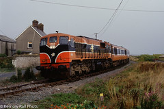 083 approaches Wicklow (Kernow Rail Phots) Tags: ireland cie irishrail iarnródéireann eire train trains railway railways railroad 1998 september 083 dublin connolly rosslare passenger saturday wicklow 071class