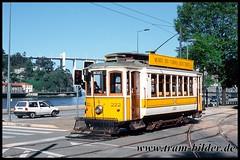 222-2003-05-03-2-Alamenda do Basillio Teles (steffenhege) Tags: porto portugal tram tramway strasenbahn streetcar eléctricos stcp stpc222 222 brill