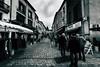 Jour de marché (Meculda) Tags: nikon france village marché extérieur people hommes rue streetphoto 10mm d7200 moissac pavé commerce photographe perspective