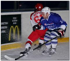 Hockey Hielo - 27 (Jose Juan Gurrutxaga) Tags: file:md5sum=dcba30fd76c2abf71a38a4e6b6ff1cfa file:sha1sig=c71d310da2d31b9a18d1eef88f12eac4f42ed310 hockey hielo izotz ice txuri urdin txuriurdin jaca