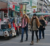Mannomann! (Wolfgang Bazer) Tags: favoritner fusgängerzone favoriten mann wien vienna österreich austria pedestrian zone passantinnen