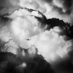 Между нами облака / The Clouds Between Us (Yuri Balanov) Tags: clouds sky bw flight wind bwphoto blackandwhite monochrome aircraft black white contrast skyscape russia pentax pentaxk20d pentaxda50200 plane airplane storm