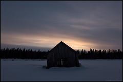 Lada i Skymningen (Jonas Thomén) Tags: barn lada haybarn hölada snö snow winter vinter skymning twilight dusk clouds moln sunset solnedgång skog forest woods åker field