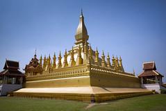 Pha That Luang - Vientiane - Laos (waex99) Tags: 2017 feb leica m262 summicron travel vientiane voyage asia asie famille holidays laos vacances phathatluang pha that luang temple buddhist boudhisme boudiste buddhism rangefinder