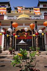 CHÙA BÀNG LONG - Vientiane - Laos (waex99) Tags: 2017 feb leica m262 summicron travel vientiane voyage asia asie famille holidays laos vacances vietnamese temple buddhist kwanyin lantern color colorful