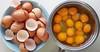 """Per fer una truita cal trencar els ous"". (josepponsibusquet.) Tags: ous huevos truita tortilla trencarelsous joancoma vic gallinesfelices salt gironès catalunya catalonia cataluña independència procés brunyols clara iema samsung samsungs8"