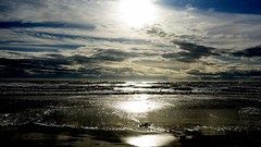 Atardecer en la playa. Sunset at the beach. (.Guillermo.) Tags: sunset atardecer puestadesol landscape landscapes paisaje paisajes beach playa arena sand mar sea sol sun nikon olas