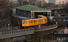 BVG Ubahn (lhb-777) Tags: metro ubahn station bahnhof gleis schiene berlin berlijn underground rails spoor geel gelb yellow transport transportation gare oud old alt roof dak museum railroad u1 möckernbrücke landwehrkanal verkehrsmuseum bucketlist do too trein zug