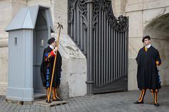 Schweizer Garde (Markus Wollny) Tags: city vatikan rom vaticancity vatikanstadt it