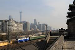 I_B_IMG_8400 (florian_grupp) Tags: asia china locomotive train railway railroad passenger diesel electric beijing station citywall beijingmainstation chaoyang peking cnr chinanationalrailway traffic bluesky