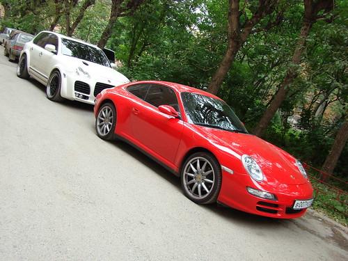 Porsche Cayenne и Porsche Cayman ©  ayampolsky