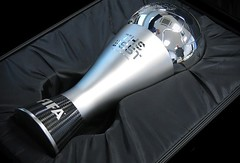Fifa revela novo troféu que será dado ao melhor do mundo (portalminas) Tags: fifa revela novo troféu que será dado ao melhor do mundo