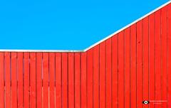Blauw & Rood (Fotografie, Gouda) Tags: rotterdam nederland nl abstract kleuren colorful balustrade luchtsingel voetgangersbrug rinuslasschuyt lasschuyt nikon nikond7200 blauw rood blue bluesky red pov