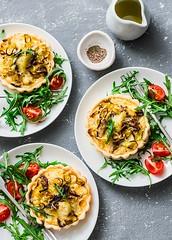 leeks, porcini, potatoes tartlets... (sonja-ksu) Tags: food leeks porcini potatoes tartlets snack salad arugula tomato appetizer baking foodphotography