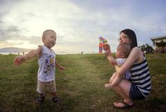 孩有希望 (Ah Wei (Lung Wei)) Tags: baby babygirl boy son family portrait girl mom smile sunset beach bubble