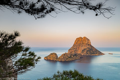 FUERZA TELÚRICA (VICENTE PLANELLS RAMON) Tags: es vedra roca mar pinos 382metros de altura san josep sa talaia ibiza eivissa