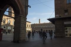 Bologna (Italy) - Piazza Maggiore (Massimo Battesini) Tags: bologna emiliaromagna italia it olympusem5markii olympus em5markii mzuikodigitaled124028 zuiko olympus1240mmf28 portici arcades soportales volte archi arch porticos piazza place square plaza bicicletta vélo bicycle biciclettes bicicletas biciclette bike bikes centrostorico zentrum centreville centromedievale centremédiéval medievalcenter centromedieval ittà ville city stadt town ciudad photographiederue streetphotography fotografiaderua photosdelavie escenacallejera piazzamaggiore italy italien italie europe europa