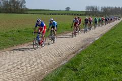 IMG_1184 (fab spotter) Tags: cyclisme parisroubaix vélo voiture course competition extérieur ecureuil hélicoptéres télévision motos