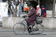 Flat Tire (Rick & Bart) Tags: brussel bruxelles belgië belgique city urban rickvink rickbart canon eos70d streetphotography candid strangers everydaypeople people personnes bicycle transport demunt lamonnaie