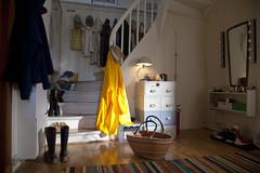 (Beathe) Tags: sando home summer morning sun hallway gang regnjakke gul yellow basket kurv trapp stairs img6027