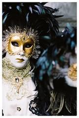 Hallia Venezia (harv1984) Tags: nikonfe2 fujipro400h nikkor85f2 halliavenezia2018 carneval karneval februar2018 schwäbischhall film pastell analog kleinbild masken portrait