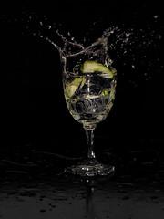 Fresh, Flash & Splash (minminatmidnight) Tags: fujifilmfinepixs100fs water wasser splash spritzer frisch fresh moment freeze einfrieren bewegung motion glas glass spritzen wasserspritzer wassertropfen weinglas vineglass gurke cucumber salatgurke