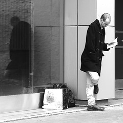 The street reader (pascalcolin1) Tags: paris13 homme man lecteur reader photoderue streetview urban arte noiretblanc blackandwhite photopascalcolin reflet reflection 50mm canon canon50mm