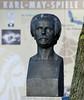 DSC_3775 DSC_3779 Bronzereplik der Marmorbüste von Karl May - Bildhauer Selmar Werner (ca. 1908) am Eingang vom Kalkbergstadion in Bad Segeberg. (stadt + land) Tags: bad segeberg stadt schleswigholstein kalkberg gipsabbau bilder sehenswürdigkeiten fotos stadtrundgang stadtportrait bronze skulptur büste bronzereplik marmorbüste selmar werner eingang kalkbergstadion karl may karlmay