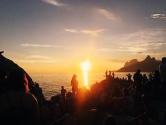 (Camilla Soares) Tags: iphone6s iphone vscocam vsco mobilephotography mobile people pessoas verao summer praia beach ipanema pedradoarpoador brazil brasil riodejaneiro rio sunset pordosol