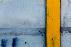 Amarillo vertical. Arrecife, Lanzarote, octubre 2017. (Jazz Sandoval) Tags: 2017 elfumador españa exterior enlacalle equilibrio amarillo azul arquitectura arrecife abstracción contraste canarias color calle curiosidad colour curiosity city ciudad digital day dìa desastre fotografíadecalle fotodecalle fotografíacallejera fotosdecalle geometría gráfico geometrías geometry geometrìa islascanarias ilustración jazzsandoval luz lanzarote light lines lineas blue murosyvallas muro negro nero naranja streetphotography streetphoto texturas textura yellow