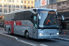 EZ-858LN, Termini, Rome, January 30th 2017 (Southsea_Matt) Tags: ez858ln mercedesbenz tourismo tam tirrenoaziendamobilta termini rome italy canon 80d sigma 1850mm january 2017 winter publictransport passengertravel bus omnibus