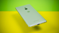Sony Xperia XZ2 (TechStage) Tags: sony mobile xperia xperiaxz2 xz2 sonyxz2 sonyxperia sonyxperiaxz2 phone smart smartphone green yellow silver silber grün gelb grau gray grey glas glass metal metall design studio foto photo tech techstage android technology