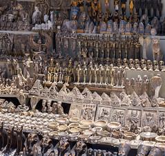 Venta de artesanías en la meseta de Gizah, Egipto (Edgardo W. Olivera) Tags: artesanía gizah egipto egypt africa panasonic lumix gh3 edgardowolivera microfourthirds microcuatrotercios