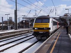 AGA 82127 heads the delayed 1P20 1030 London Liverpool Street to Norwich service into Ipswich 27-02-18 (APB Photography™) Tags: abellio greateranglia ipswich railway station class82 dvt drivingvantrailer 82127
