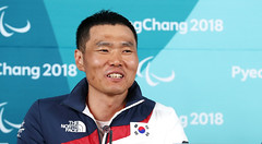 Press_conference_of_Sin_EuiHyun_03 (KOREA.NET - Official page of the Republic of Korea) Tags: 2018평창동계패럴림픽 패럴림픽선수촌 paralympics 2018pyeongchangwinterparalympic sineuihyun goldmedal 신의현 금메달