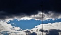 Ese cielo azul no se..... (enrique1959 -) Tags: martesdenubes martes nubes nwn bilbao vizcaya españa europa paisvasco euskadi