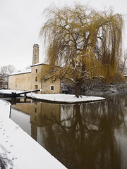 Weeping Willow (Feldore) Tags: bath kennet avon canal weeping willow tree water mill old pumping station england english landscape idyllic snow feldore mchugh em1 olympus 1240mm winter