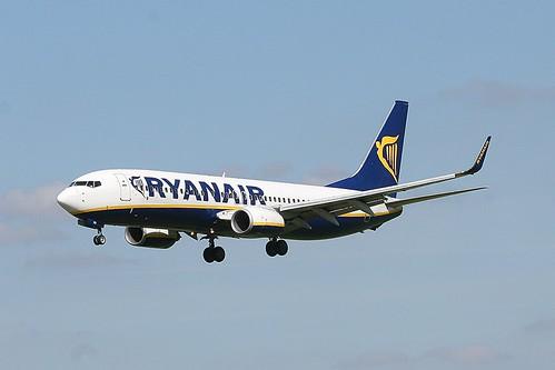 Ryanair EI-DHD B737-800 EMA