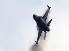 F-16 Falcon (Bernie Condon) Tags: scampton rafstation military aribase base station airshow 2017 flying display aircraft plane uk lincs royalairforce raf f16 lm lockheed martin falcon fightingfalcon fighter bomber warplane belgium belgian belgianaircomponent