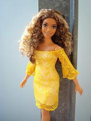 Nice girl in yellow (Deejay Bafaroy) Tags: barbie doll puppe fashionistas 85 boho curvy mattel portrait porträt sunny sonnig yellow gelb outdoors draussen glamboho