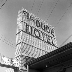 Vamos a The Dude.  Haltom City, Texas. (RickC.) Tags: texas motel haltom 6x6 120 b2 yaschica tlr trix tx400 rodinal 125 kodak bwfp bw neon retro