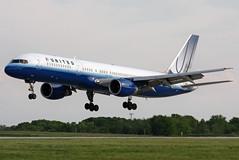N527UA UNITED 757-222 at KCLE (GeorgeM757) Tags: united n527ua 757222 n786fd boeing aircraft alltypesoftransport aviation airport kcle clevelandhopkins georgem757 6l canon