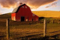 Palouse Barn (Thaiexpat) Tags: goldenhour palouse washington spokane barn sony rx1rii zeiss 35mm grass sky