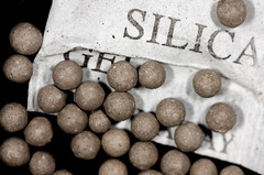 old silica gel (Wo|f im Schafspelz) Tags: macromondays circles silicagel
