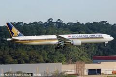 9V-SWM (renanfrancisco) Tags: singaporeairlines sia sq 9vswm landing pouso airport aeroporto aeropuerto airlines boeing boeing777 777 773 777300 boeing777300 gru sbgr gruairport guarulhosairport morrinho spotting staralliance