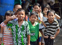wet kids (the foreign photographer - ฝรั่งถ่) Tags: wet kids children songkran khlong thanon portraits bangkhen bangkok thailand nikon d3200